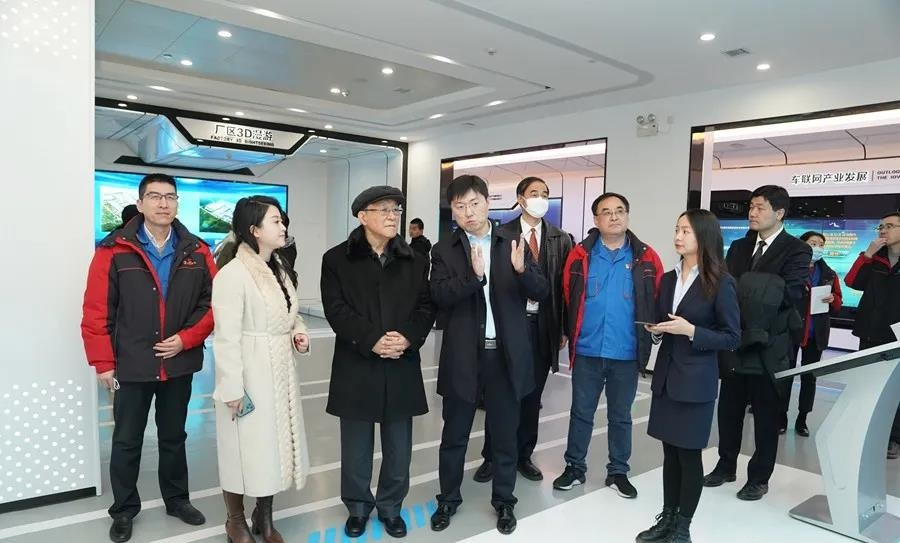 12 Countries' Diplomatic Envoys Visited Shacman Truck Production Workshop